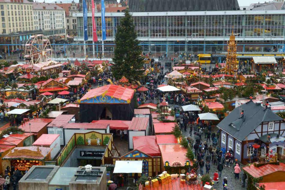 Der Budenzauber auf dem 584. Striezelmarkt lockte auch zahlreiche tschechische, polnische, russische und asiatische Besucher an.