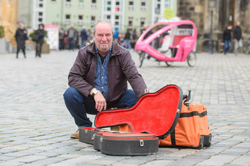 Seit Jahrzehnten ist Tommy S. (54) schon als Straßenmusiker aktiv. Jetzt hat er sich erstmals einen Verstärker zugelegt.