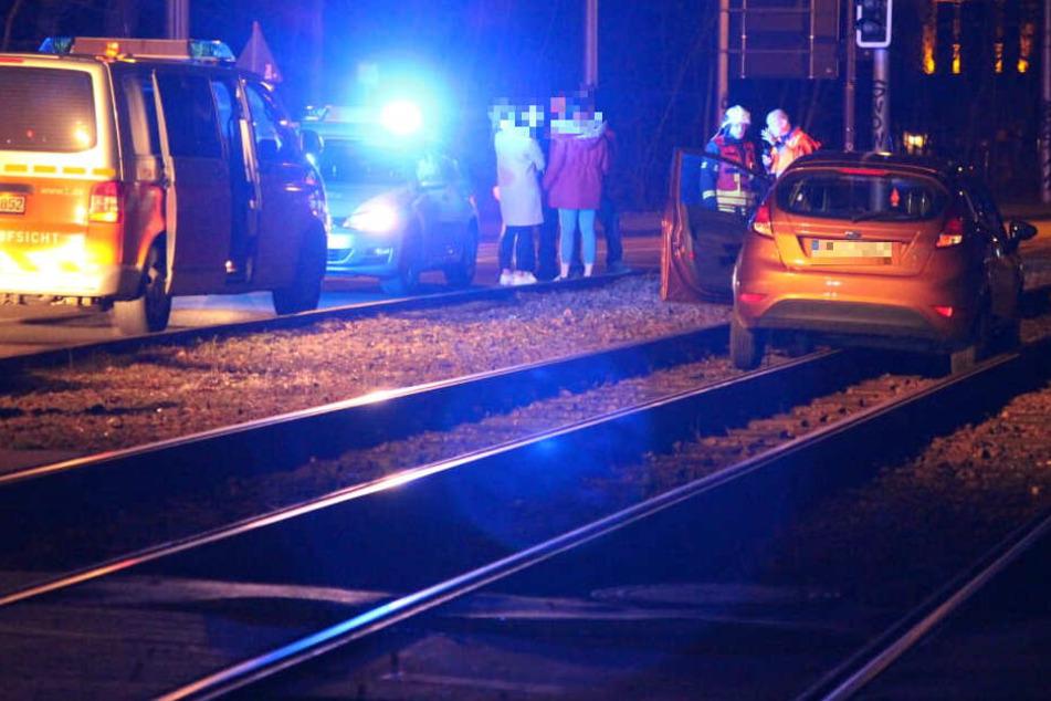 Der Ford Fiesta einer Eilenburgerin blieb am Samstagabend auf der Leipziger Waldstraße im Gleis stecken.