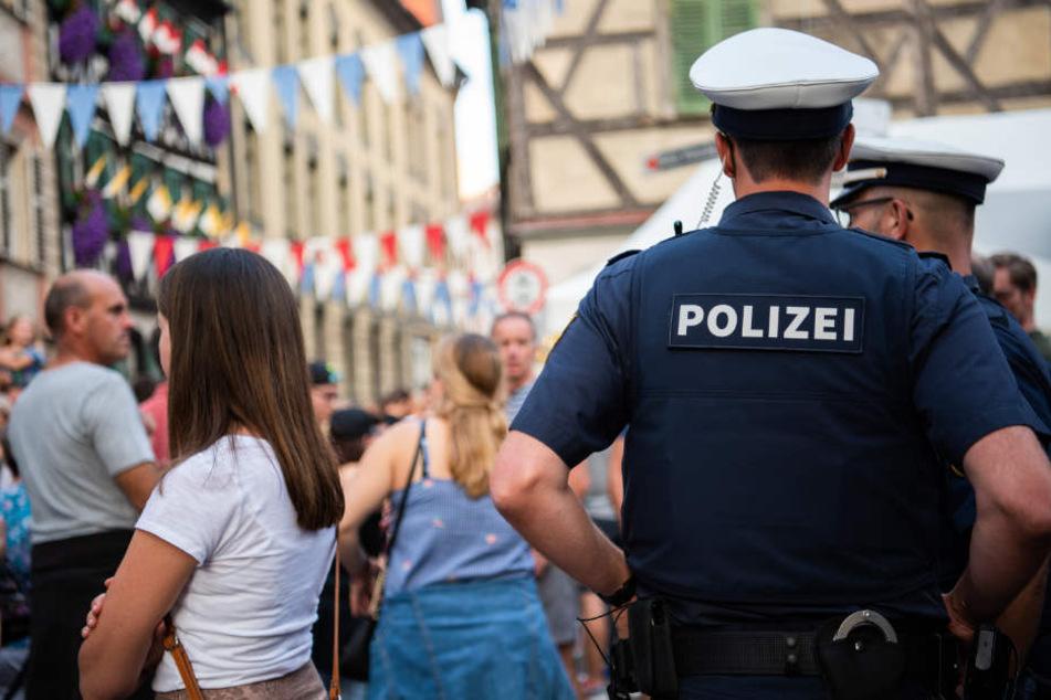 Auf einem Volksfest eskalierte ein Streit. (Symbolbild)