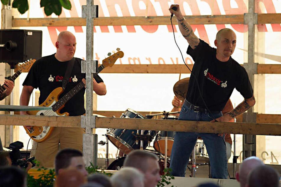"""Die Band """"Oidoxie"""" spielte im März bei der """"Brigade 8"""", dabei sollen sich beide Gruppen zusammengeschlossen haben."""