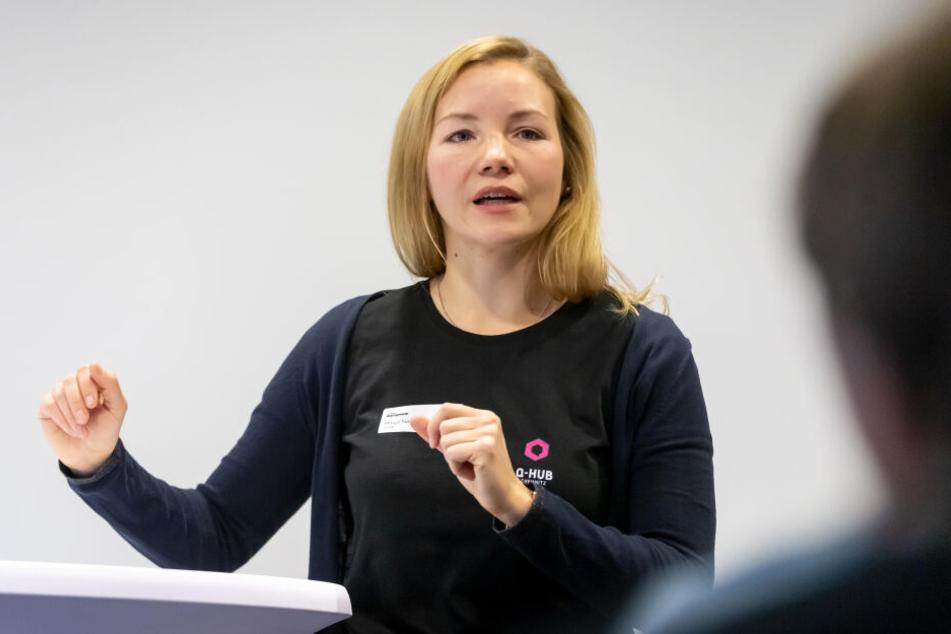 """Manja Naumann (31) von Q-Hub präsentiert die Highlights der """"Start-up-Week""""."""