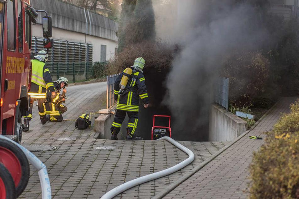 Der Brand in der Tiefgarage beschädigte 12 Autos.