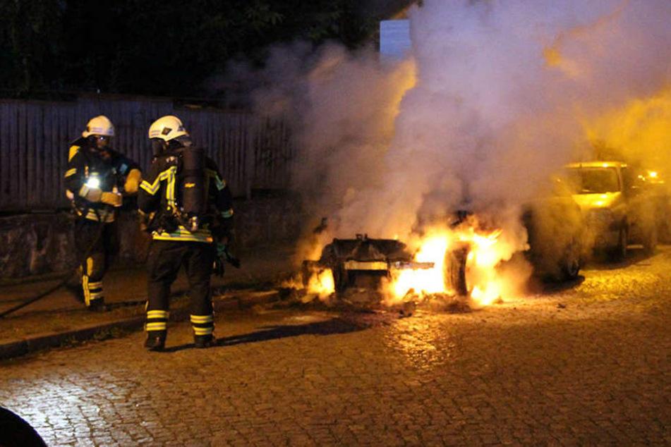 Immer wieder brennen im Leipziger Stadtgebiet Autos, wie beispielsweise dieser BMW in der Nacht auf den 21. August brannte im Musikerviertel.