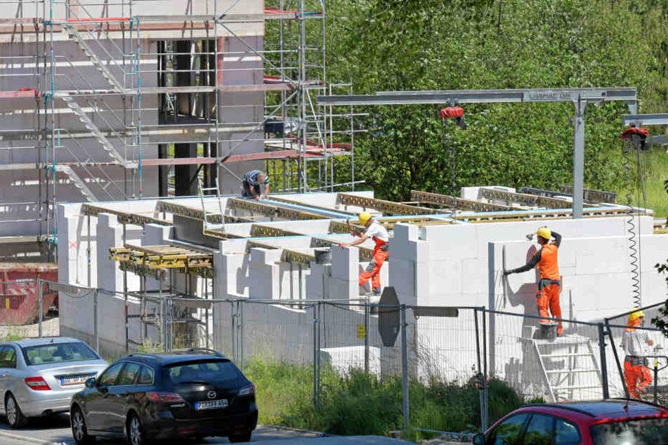 Stein auf Stein voran: Am Nickerner Weg sollen bis Ostern weitere 48 Sozialwohnungen bezugsfertig werden.