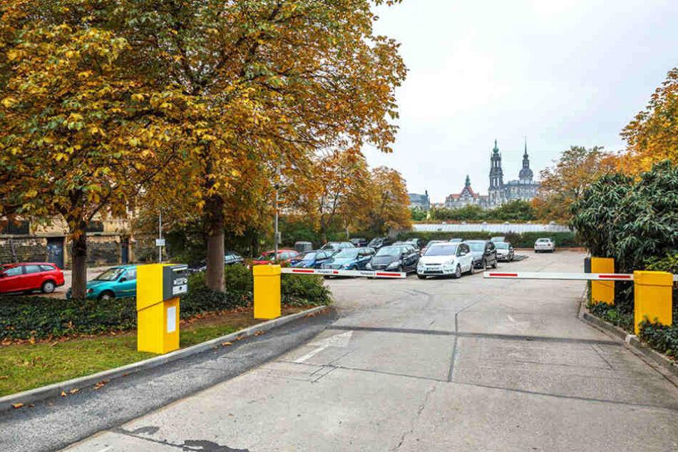 Der Parkplatz neben dem Blockhaus an der Großen Meißner Straße soll künftig bebaut werden.