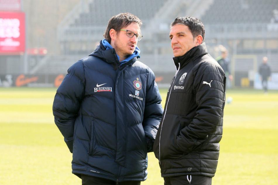 Unterhielten sich nach der Partie über das Unentschieden: FCE-Trainer Hannes Drews (l.) und SVS-Coach Kenan Kocak. Beide fanden das Ergebnis in Ordnung.