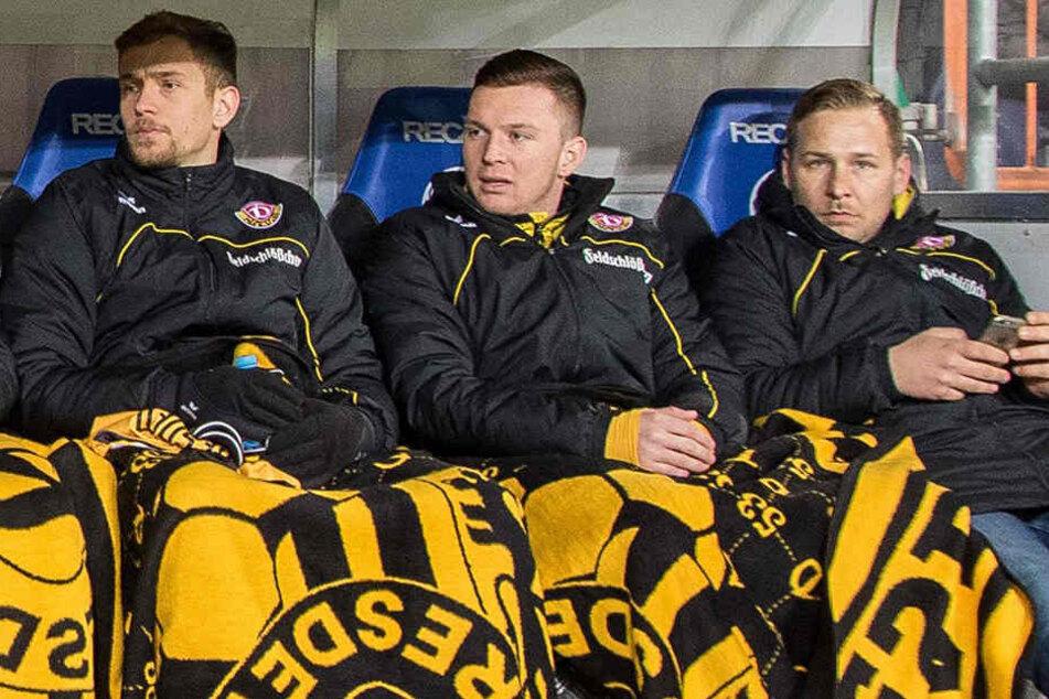 Nur noch Bankdrücker! Jannik Müller (l., mit Haris Duljevic) wurde von Marcel Franke aus der Dynamo-Stammelf verdrängt.
