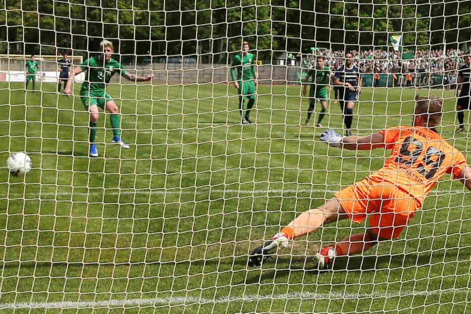 Kai Druschky verwandelte wie schon gegen Luckenwalde auch am Sonntag beim FC International einen Elfmeter sicher.