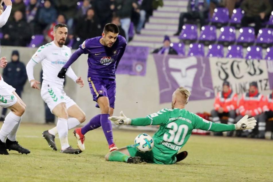Was Dimitrij Nazarov (l.) fehlt, ist ein Tor. Im letzten Heimspiel gegen Fürth war er nah dran, scheiterte aber an SpVgg-Keeper Sascha Burchert.