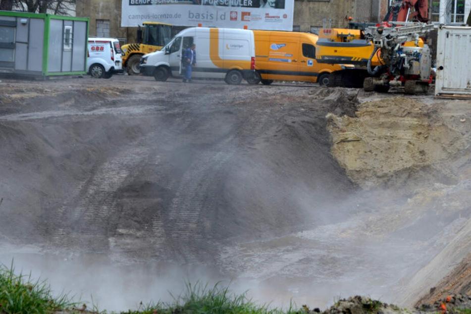Unfall bei Bauarbeiten in Leipzig: Bagger reißt Loch in Versorgungsleitung