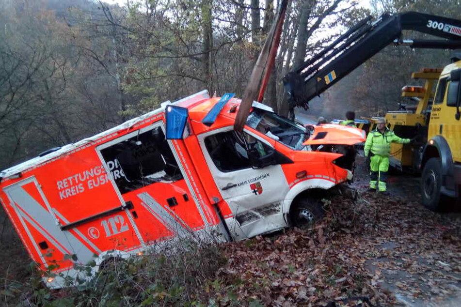 Der Rettungswagen wurde schwer beschädigt.