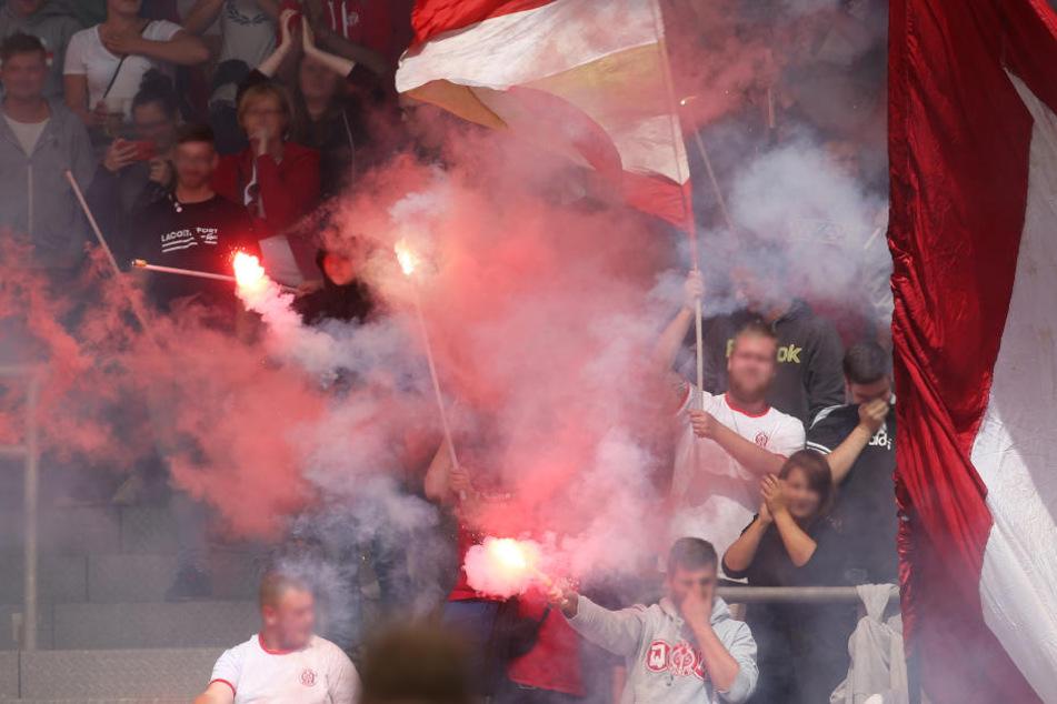 Schlacht zwischen Fußball-Fans: 130 Mainzer Ultras attackieren Kickers-Anhänger
