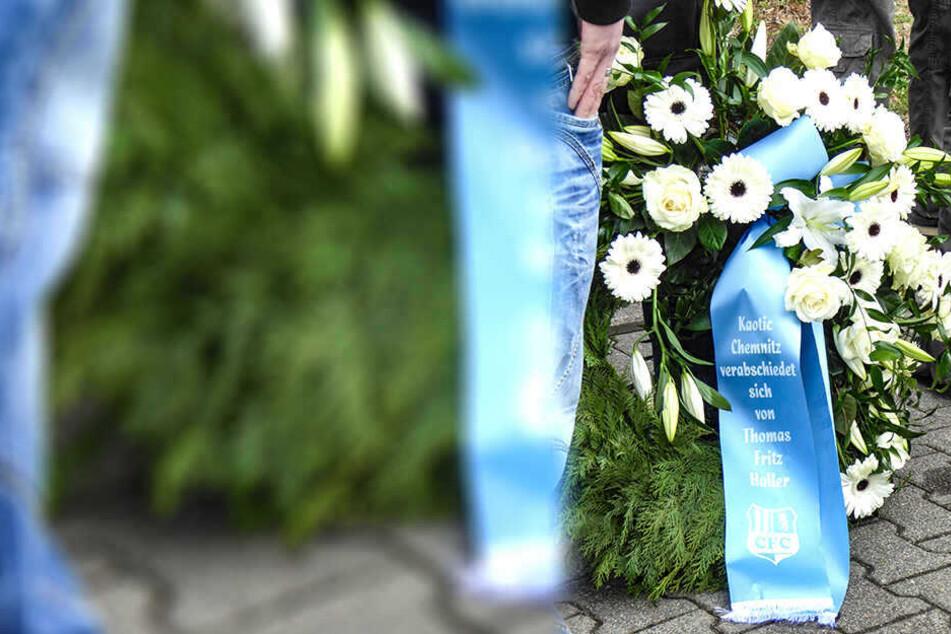 Unter anderem auf einem Blumengedeck von Kaotic Chemnitz war auch ein Vereinslogo vom CFC zu sehen.