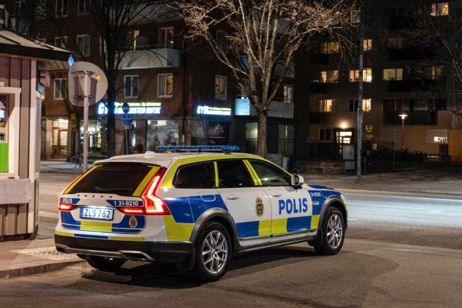 Die Polizei nahm Mordermittlungen auf.