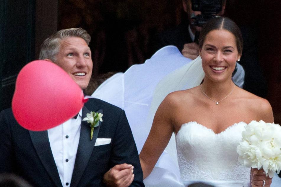 Überglücklich: Ana Ivanovic (29) und Bastian Schweinsteiger (32) nach der kirchlichen  Zeremonie am 13. Juli 2016.