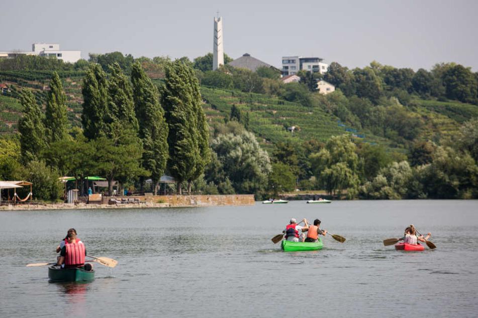Das sonnige Wetter lädt zu einer Kanu-Tour ein.