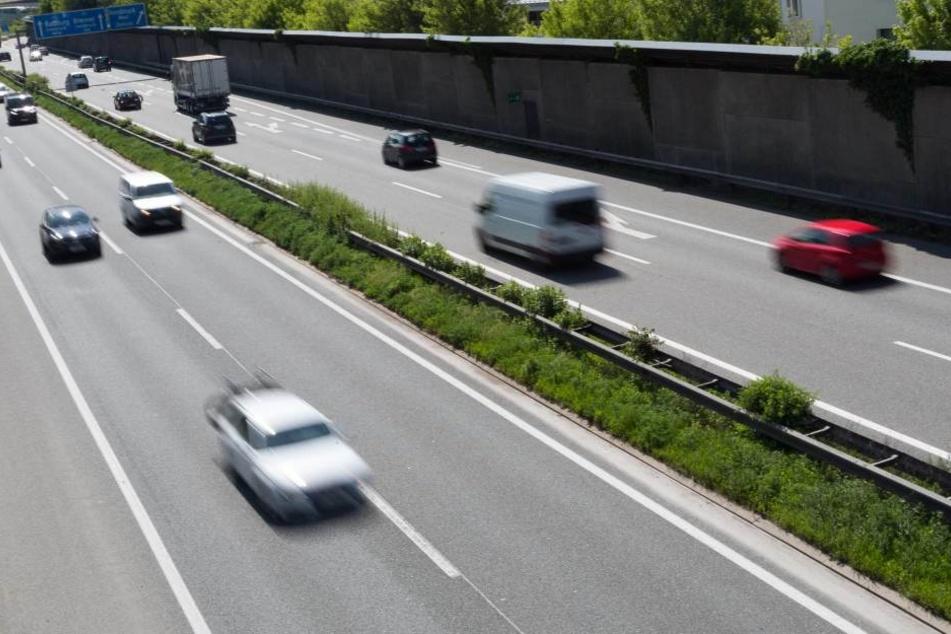 Ein betrunkener Fußgänger ist auf der A4 bei Burkau angefahren worden.