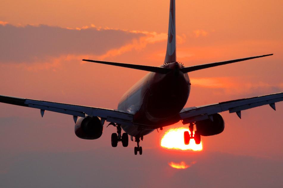 Am Flughafen Memmingen musste ein Flieger außerplanmäßig zwischenlanden. (Symbolbild)