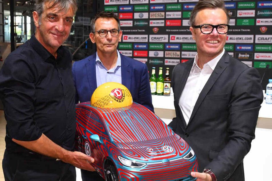 Ralf Minge, Michael Born und Henning Schulzki, Leiter Vertrieb und Marketing bei Volkswagen Sachsen (v.l.).