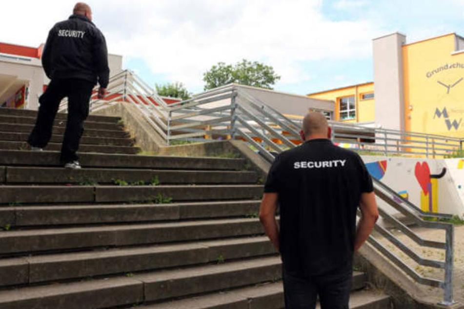 Auch nach den Ferien soll wieder Security das Schulgelände überwachen.