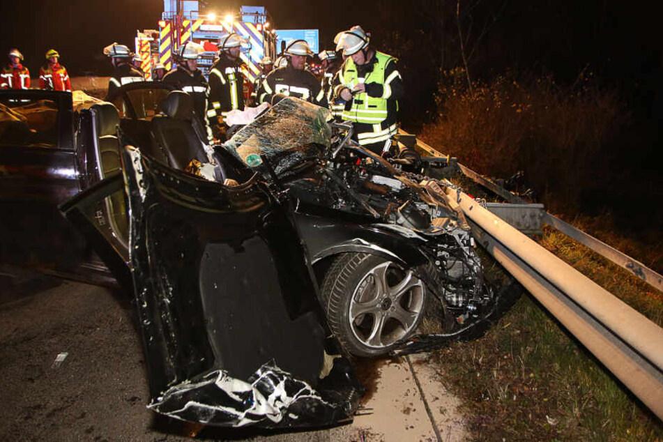 Der Geisterfahrer wurde schwer verletzt, ein Autofahrer starb.