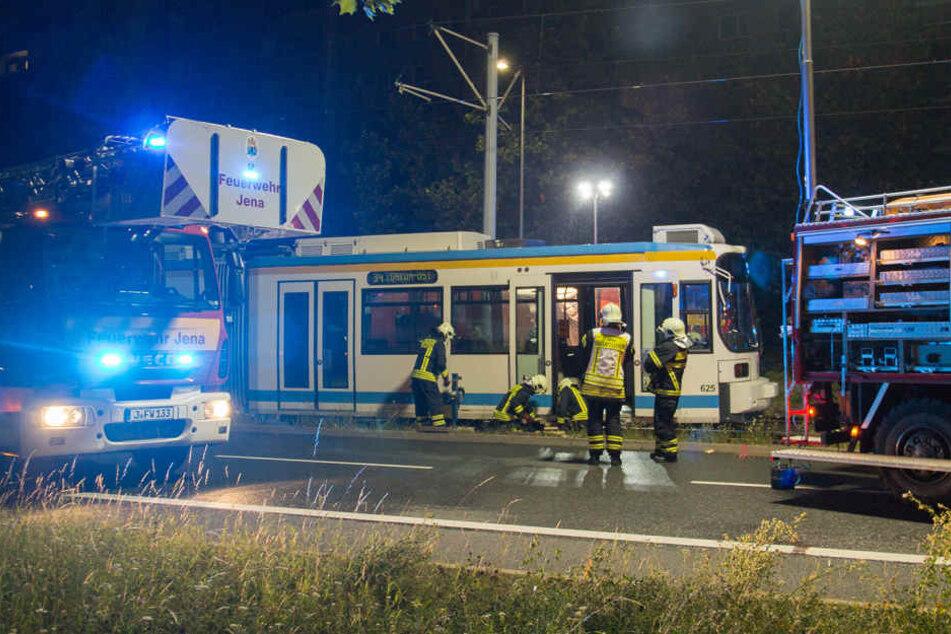 Der Mann war in Jena von einer Straßenbahn überrollt worden.