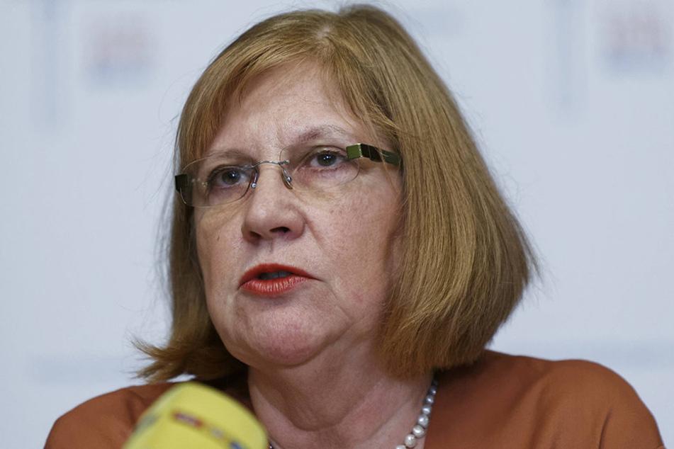 Werena Rosenke bei der Pressekonferenz zur Vorstellung des Armutsberichts 2015.