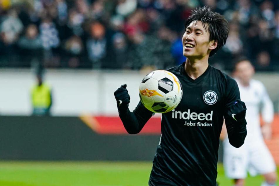 Daichi Kamada freut sich über seinen Treffer zum 2:1. Da standen die Zeichen noch auf Sieg für die SGE.