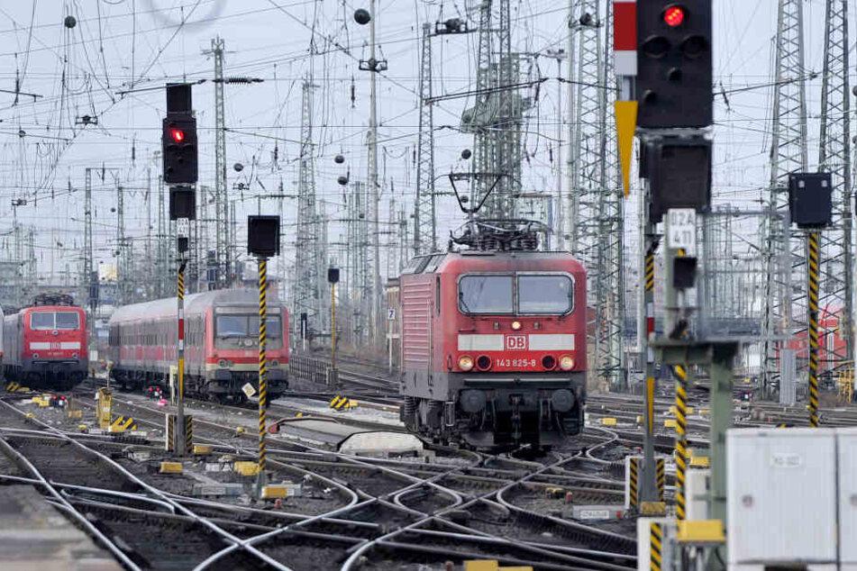 Zwischen dem Frankfurter Flughafen und dem Hauptbahnhof Wiesbaden soll ab 2025 der Hessenexpress rollen. (Symbolbild)