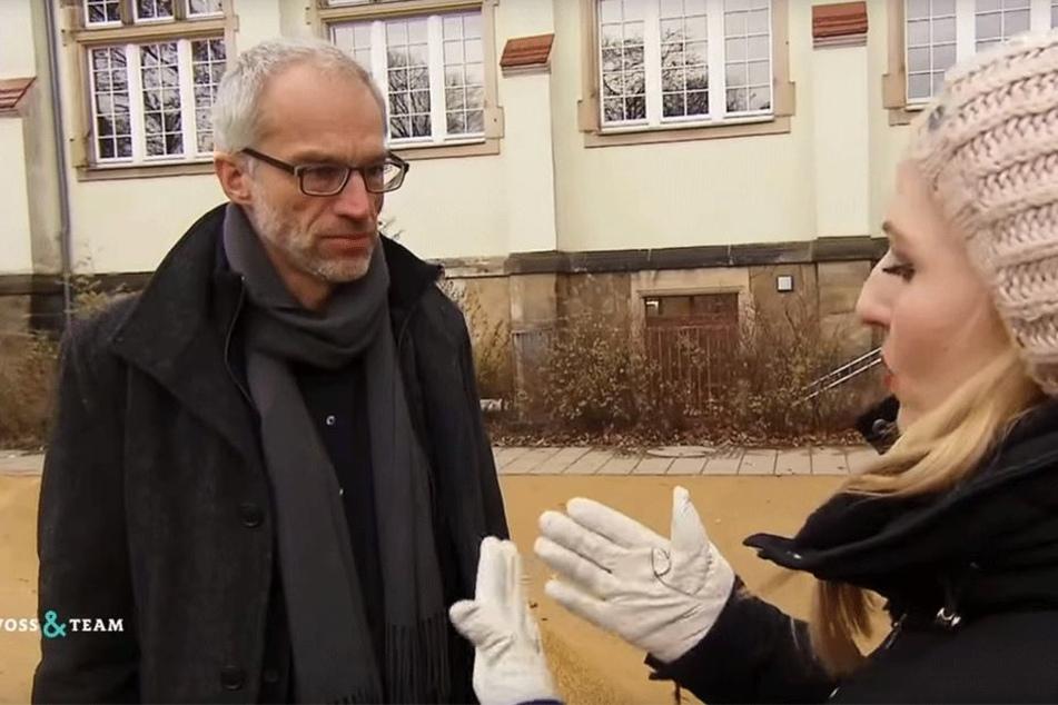 Schulamtsleiter Falk Schmidtgen (†54) im Gespräch mit Reporterin Henriette Fee Grützner (31).