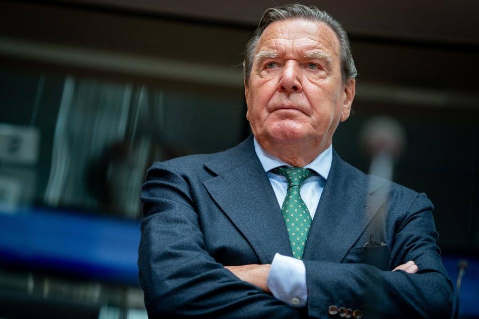 Altkanzler Gerhard Schröder (77, SPD).