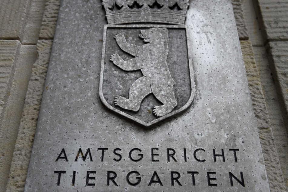 """Ein Schild mit der Aufschrift """"Amtsgericht Tiergarten"""". (Symbolbild)"""