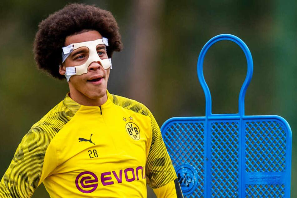 Immerhin einer! Mittelfeldspieler Axel Witsel trainiert nach seiner Gesichtsverletzung wieder mit dem Team.