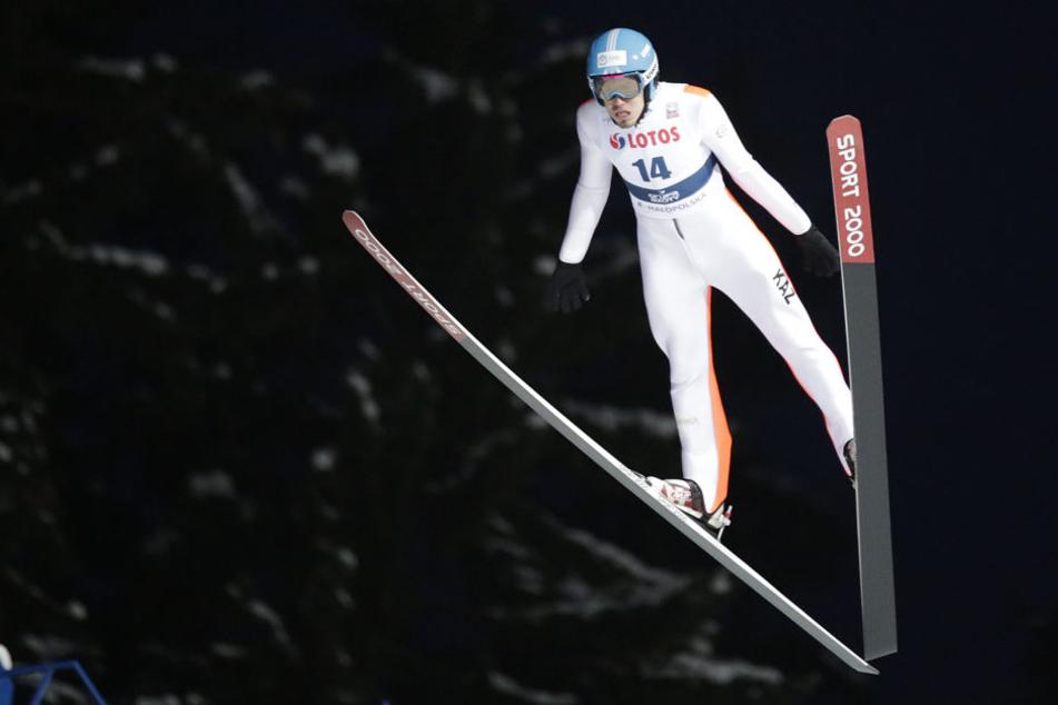 Sabyrschan Muminow krachte nach seinem Trainingssprung gegen die Auslaufbande.