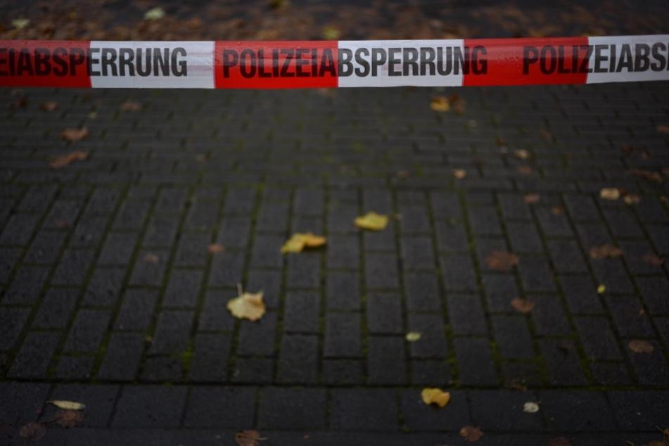 Ein 27-Jähriger hat offenbar eine Frau in ihrer Wohnung getötet.