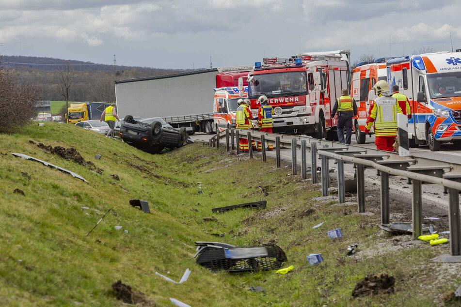 Unfall A4: Zwei Autos krachen auf A4 zusammen und hinterlassen ein Bild der Verwüstung