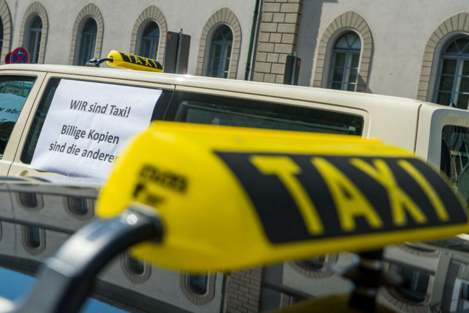 Taxi-Streik: Fahrer demonstrieren gegen Uber & Co