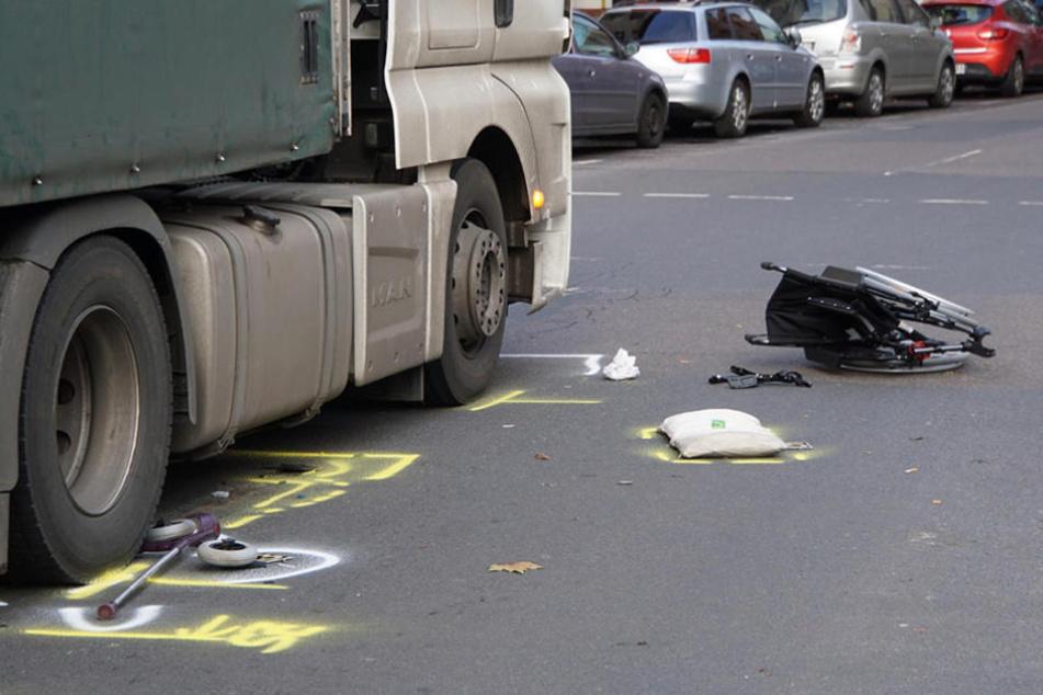 Ein Rollstuhlfahrer wurde am Dienstagmittag von einem Lkw erfasst.