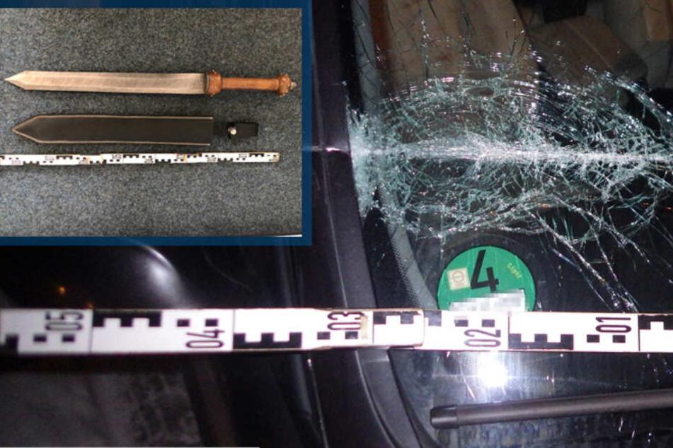 Ein Kölner hat die Scheibe eines fahrenden BMW mit einem Schwert eingeschlagen.