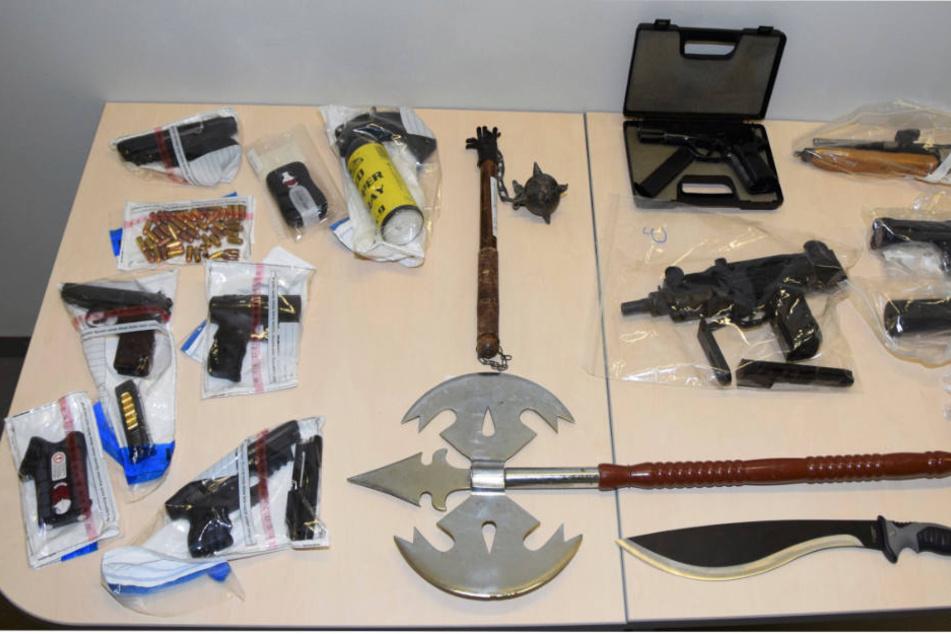 Polizei findet bei Mafia-Razzia mehrere Schusswaffen und Drogen