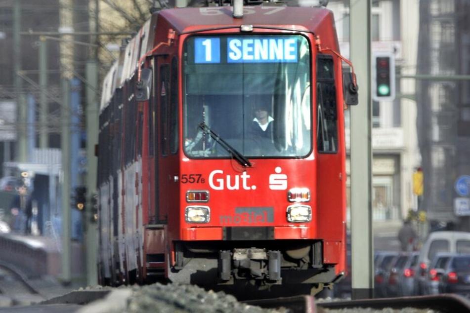 """Die Stadtbahnen der Linie 3 fahren aus der Stadt kommend nur bis zur Haltestelle """"Auf der Hufe"""". (Symbolbild)"""