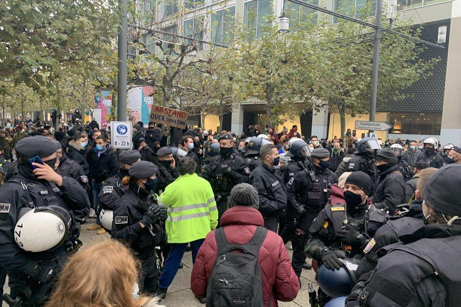 """Frankfurt: Trotz Verbot: """"Querdenken""""-Demonstranten protestieren in Frankfurt"""