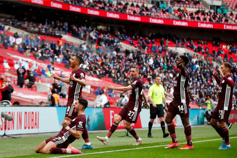 Riesenjubel bei Leicester City: Die Foxes gewannen - angetrieben von ihren frenetischen Fans - erstmals den FA-Cup.