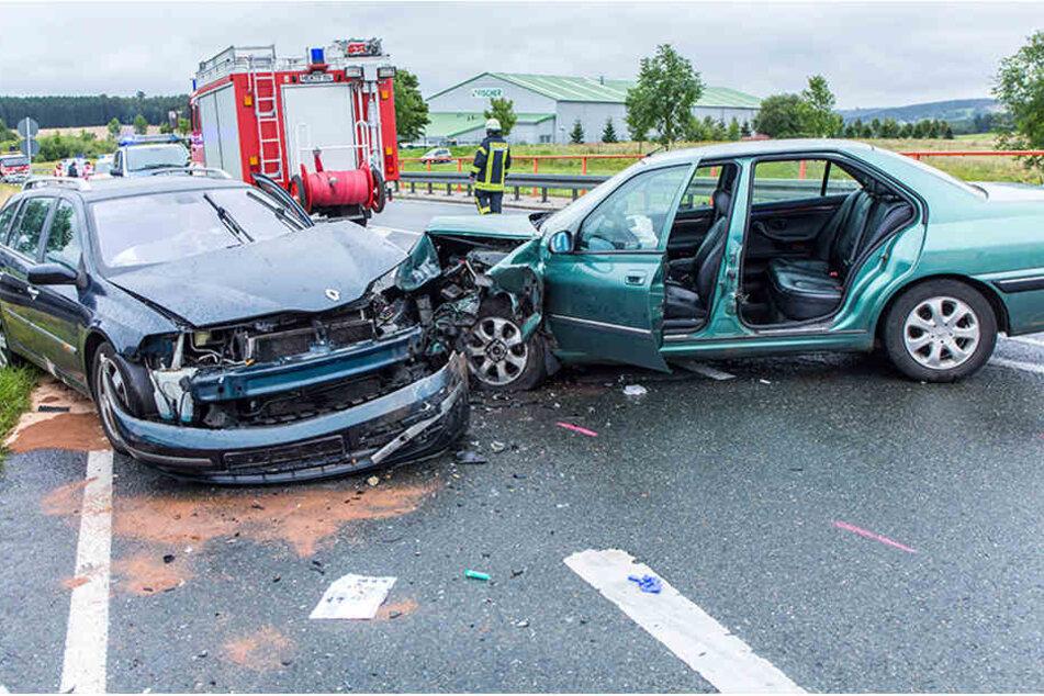 Heftiger Frontalcrash: Vier Verletzte