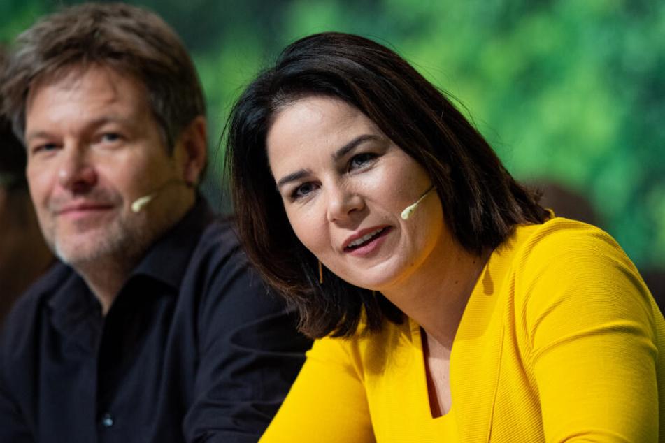 Annalena Baerbock (38, rechts) und Robert Habeck (50) auf der Bühne beim Bundesparteitag der Grünen.