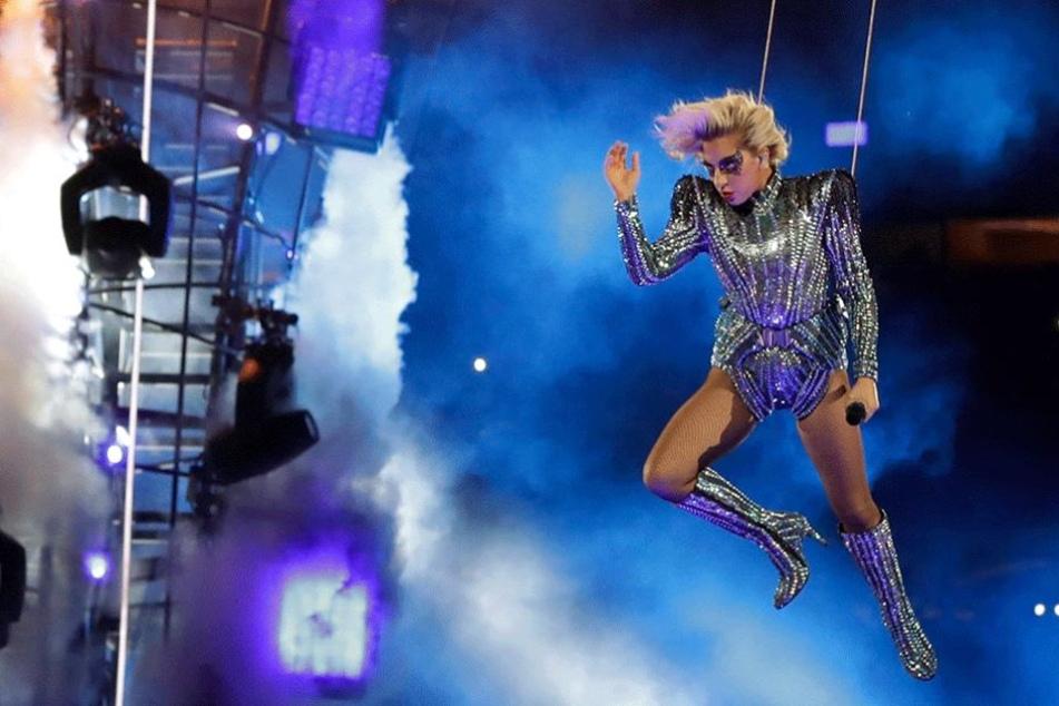 Lady Gaga bei ihrem Aufritt beim Super Bowl.