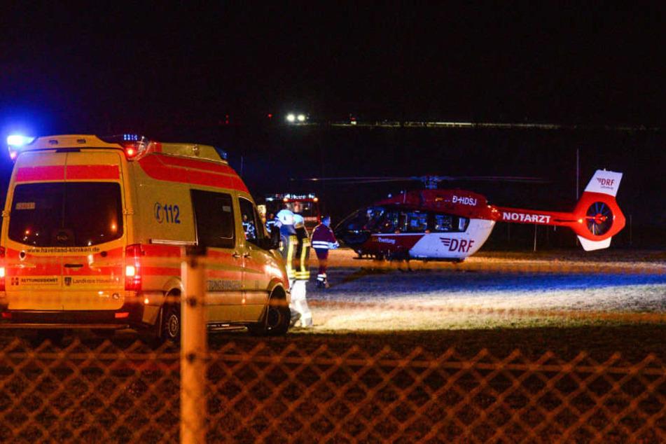 Mit einem Rettungshubschrauber wurde sie in ein Unfall-Klinikum gebracht.