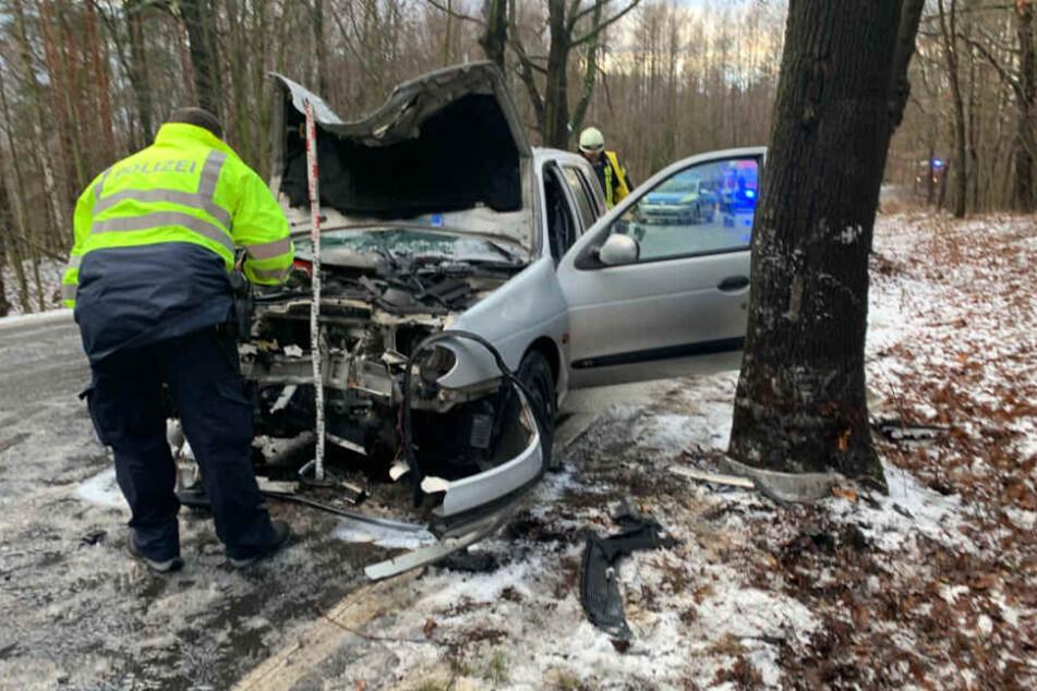 Der junge Mann wurde verletzt, am Auto entstand ein Totalschaden.