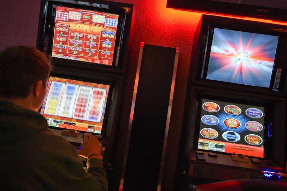 Die Automaten in Spielhallen unterliegen einer strengen Überwachung (Symbolbild)